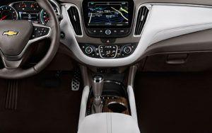 2017-Chevrolet-Malibu-console
